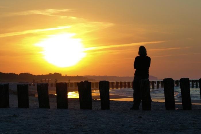 Ένας άνθρωπος στο ηλιοβασίλεμα