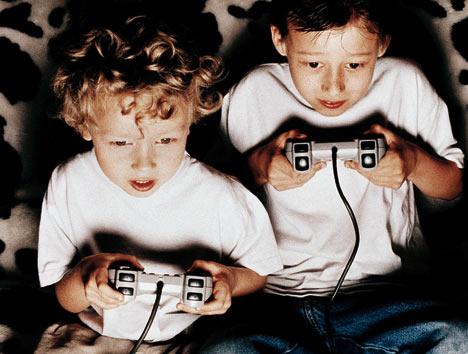 Παιδιά παίζουν βιντεο παιχνίδια