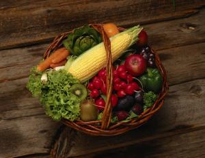 Λαχανικά μέσα σε καλάθι